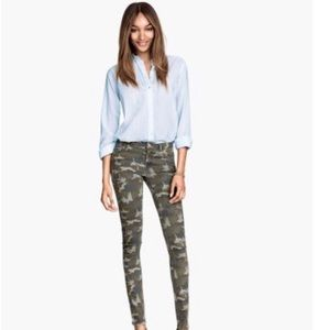 NEW‼️ H&M CAMOUFLAGE SKINNY JEANS